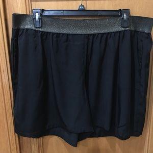 Pants - ♦️NWOT♦️LYS Pull on Black Dress Shorts